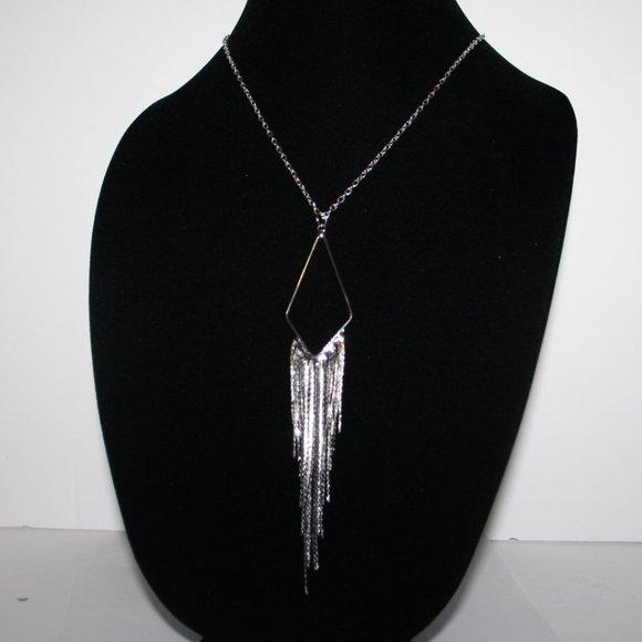 "Beautiful silver drop necklace 22"""